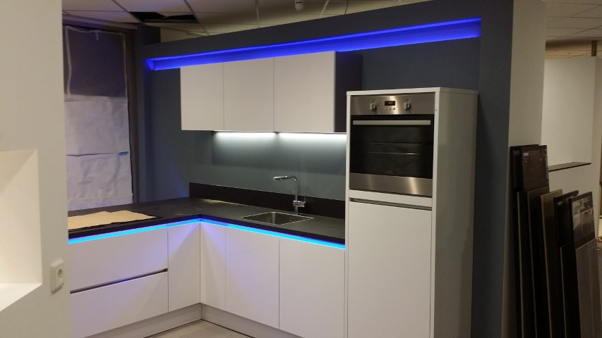 Keuken Aanrecht Strip : LED strips en spots zijn Special voor de keuken, voor onder de keuken
